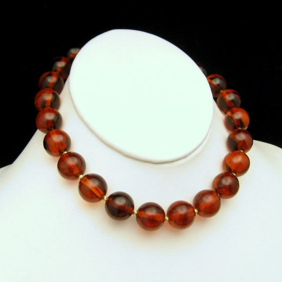 TRIFARI Vintage Necklace Chunky Cherry Amber Bakelite Beads Gold Plated Choker