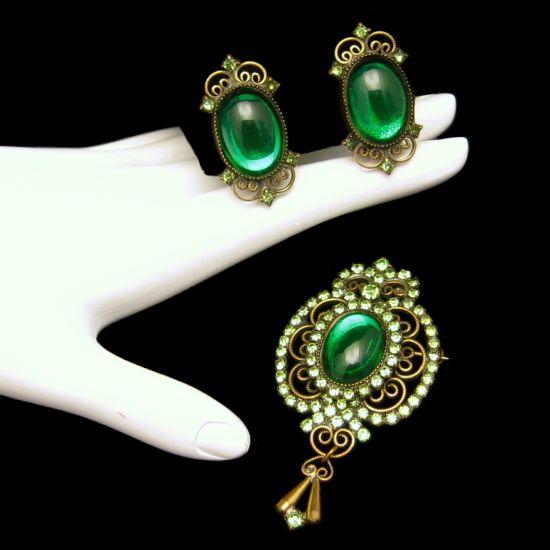 Vintage Brooch Pin Earrings Set Pretty Green Foiled Glass Rhinestones