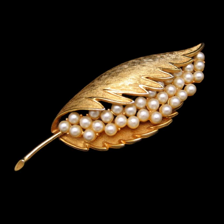 CORO COROCRAFT Vintage Extra Large Goldtone Faux Pearls Leaf Brooch