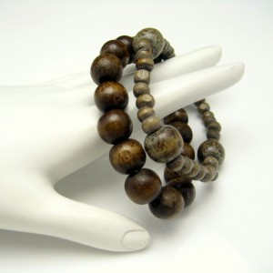 2 Chunky Vintage Bracelets Mid Century Mod Brown Wood Beads Stretch Nice Mottled Colors