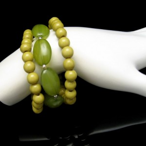 3 Vintage Bracelets Mid Century Acrylic Lucite Beads Olive Green Mod Style Stretch Pretty