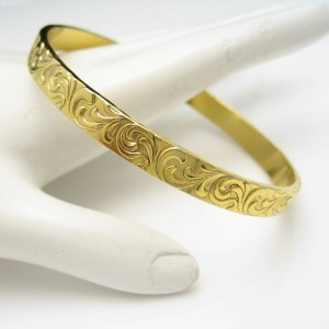 Vintage Bangle Bracelet Mid Century Nouveau Style Engraved Flowers Gold Plated Very Pretty