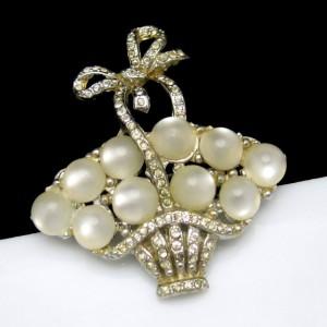 CORO PEGASUS 1941 Vintage Brooch Pin Mid Century Glass Eggs Basket Rhinestone Bow