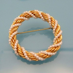 Vintage Circle Brooch Pin Mid Century Classic Faux Pearl Braided Goldtone Rope Very Pretty