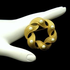 Mid Century Faux Pearls Vintage Brooch Pin Scored Matte Goldtone Swirl Circle