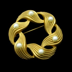 Mid Century Faux Pearls Vintage Brooch Pin Scored Matte Goldtone Swirl Circle