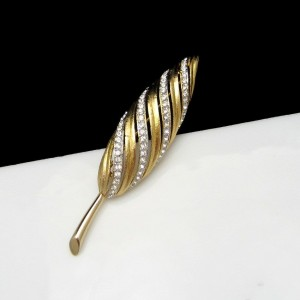 MARVELLA Vintage Leaf Brooch Pin Mid Century Sparkling Rhinestones Goldtone NOS Beautiful