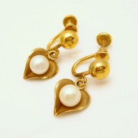CULTRA Vintage Hearts Earrings Cultured Pearls Mid Century Dangles Gold Filled Very Pretty