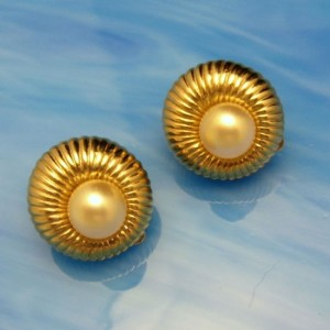 JOMAZ Vintage Earrings Mid Century Classy Faux Pearl Ribbed Goldtone Dainty High Quality