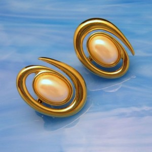 MONET Vintage Clip Earrings Mid Century Large Faux Pearls Atomic Modernist Goldtone
