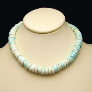 Mid Century Genuine Hawaiian Puka Shells Beads Vintage Necklace Lovely Aqua Tie Dyed