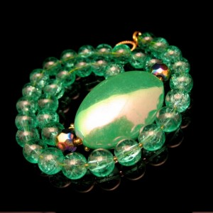 Vintage Carnival Art Glass Beads Necklace Mid Century Green Crackle Iridescent Pendant