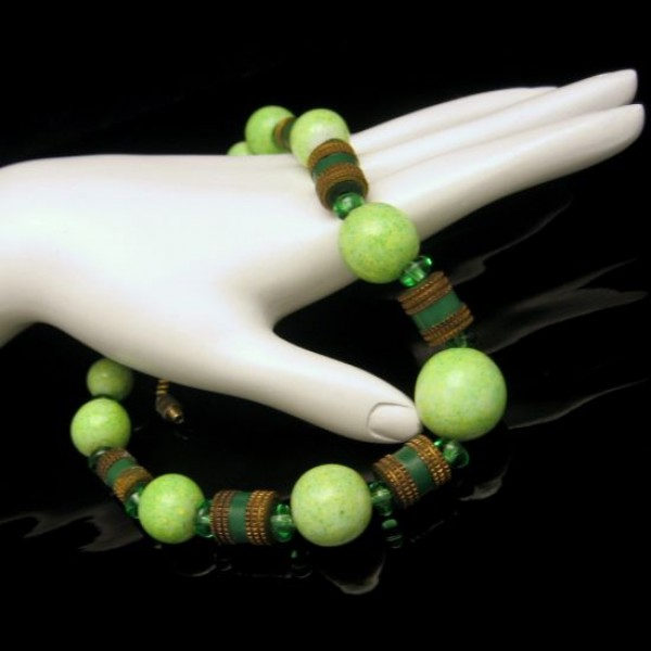 Art Deco Style Green Glass Beads Vintage Necklace Mid