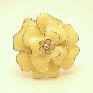 Vintage Cocktail Ring Mid Century Large Enamel Rhinestone Flower Beige Size 7 Adjustable