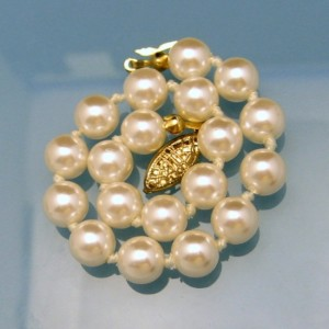 Vintage Faux Pearls Bracelet Mid Century High Quality Glass Knotted Beads 8 in Fancy Clasp