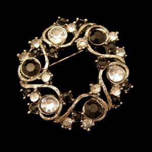 Vintage Circle Brooch Pin Mid Century Black Clear Rhinestones Wreath Very Pretty