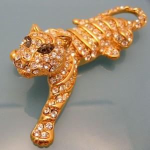 TRIFARI Vintage Tiger Brooch Pin Large Figural Pave Set Rhinestone Gray Marquise