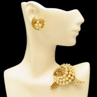 CROWN TRIFARI Vintage Brooch Pin Earrings Mid Century Faux Pearls Set Swirls Very Elegant